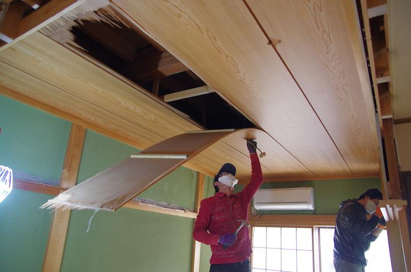 和室天井解体開始