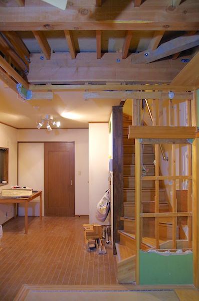 和室のみ天井が抜かれた光景