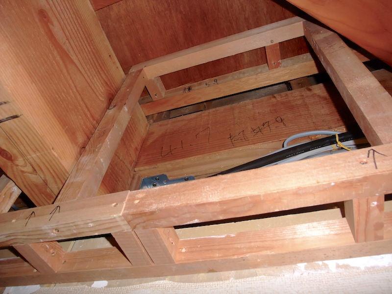 上段と下段の間に柱を入れていく