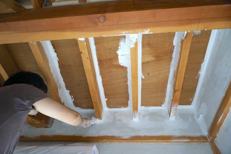 天井塗り始め