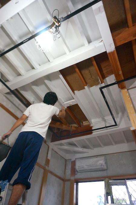 和室天井塗装中