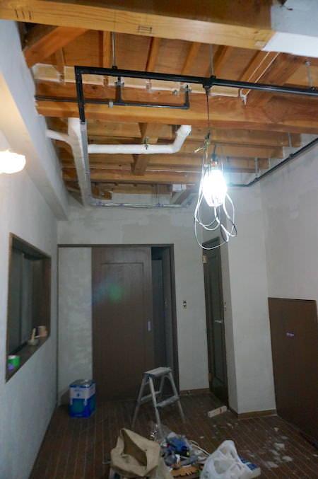 二日目から洋室天井を塗っていく