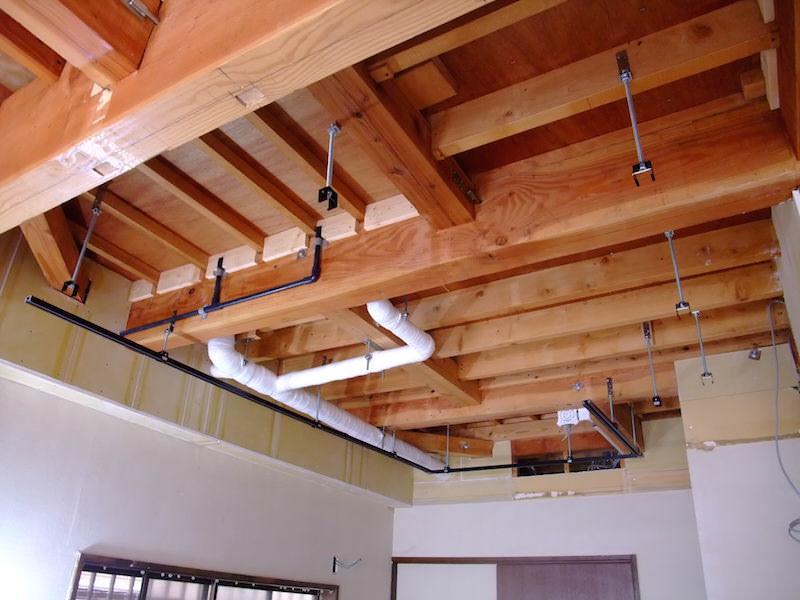 ライティングレール吊り金具を先に設置