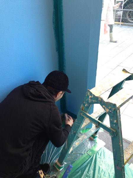 角から塗り始める