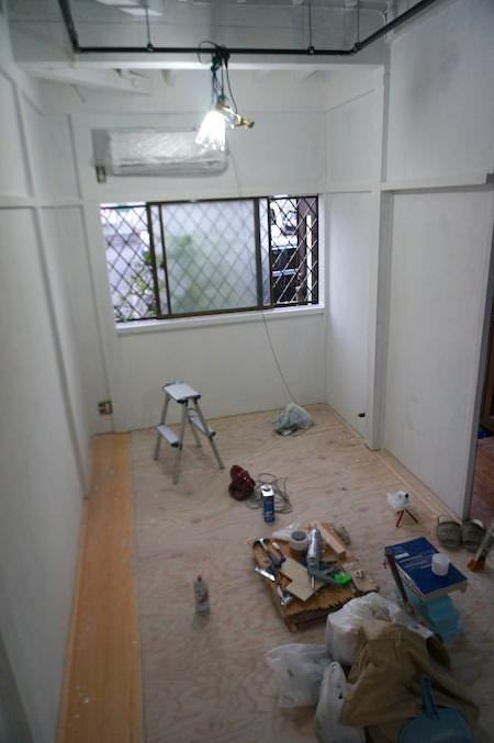 和室側1度塗り完了