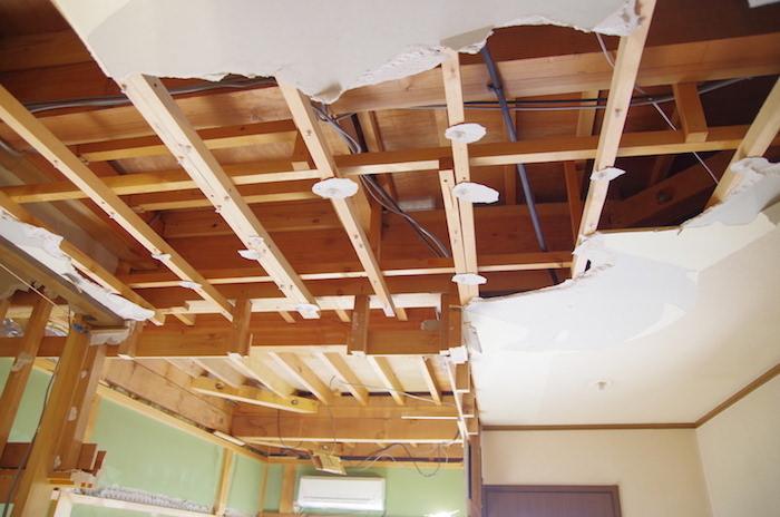 【セルフリノベーション】DIYで洋室の天井を抜く