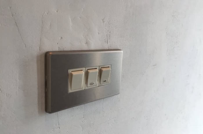 壁の穴を強度を保って補修する