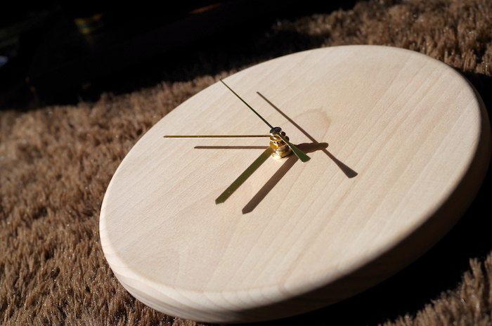 無垢の木を使ってシンプルな自作の壁掛け時計をDIY