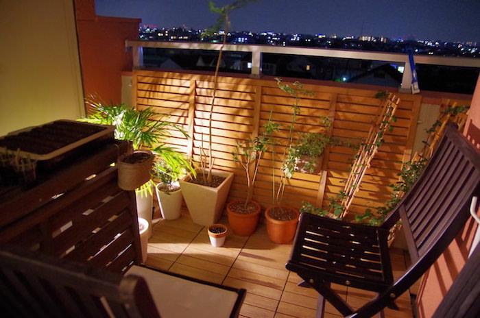 賃貸マンションの味気ないベランダをカフェテラスのような空間に改造する