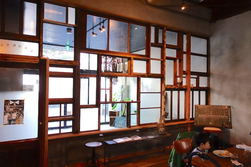 レスキューしてきた木製窓のパッチワーク