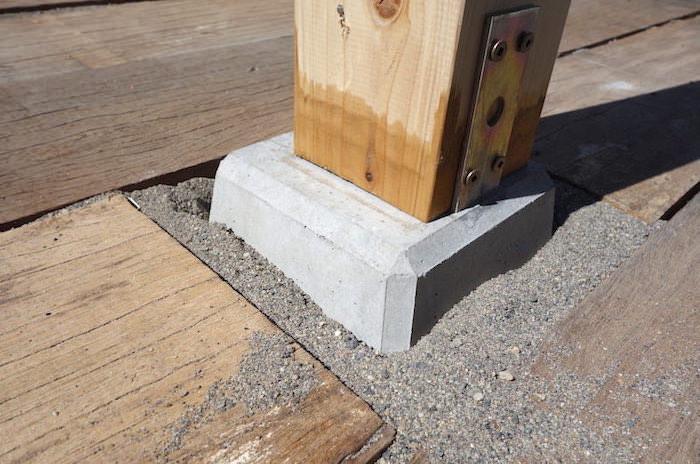 パーゴラ&物置き小屋の基礎作りと柱を建てる