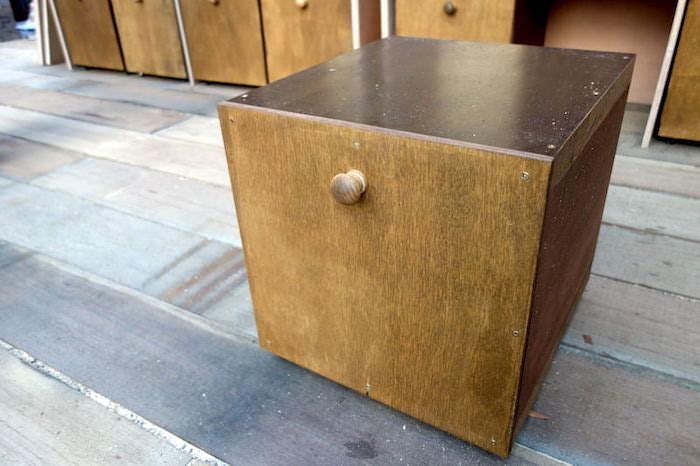 収納もできるシンプルデザインなキャスター付き箱型スツールをDIY