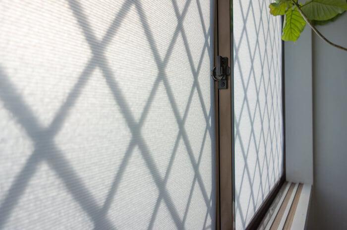 安くて簡単なのに効果抜群!プラダンで窓ガラスを断熱DIYしよう