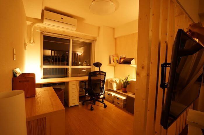 パーティションと壁面収納で賃貸の一部屋に書斎を作るDIY