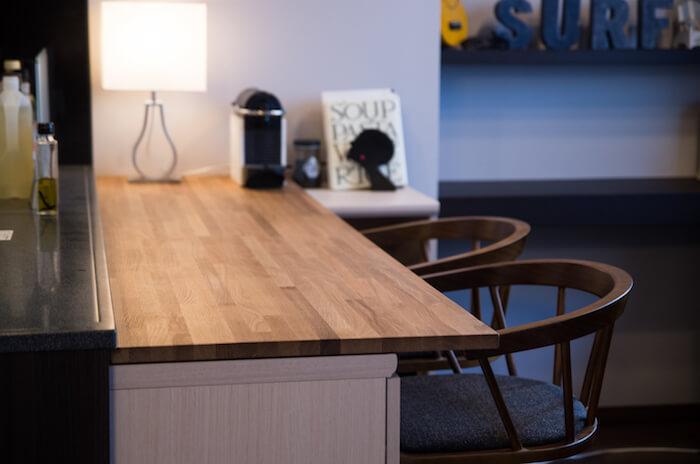 【賃貸DIY】キッチンに沿った落ち着いた雰囲気のカウンターテーブルを設置する