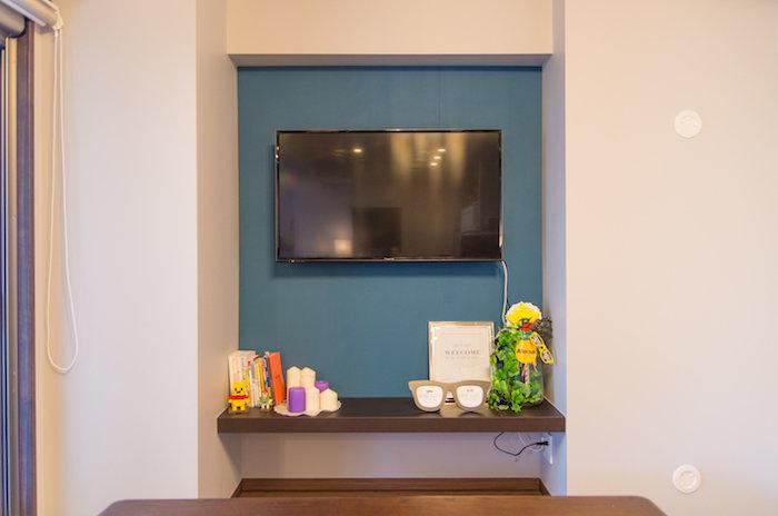 【賃貸DIY】ディアウォールの柱を見せないスマートな壁掛けテレビを実現する