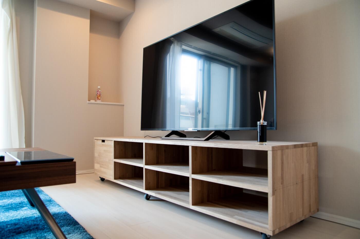 煩雑な配線を隠せる扉付きのテレビボードをDIYする