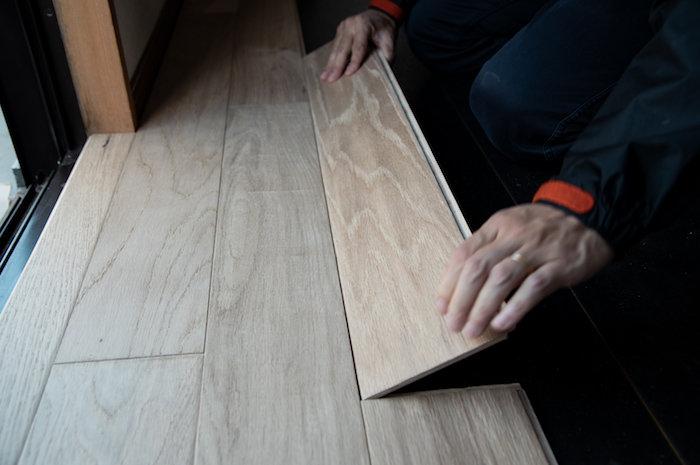 イージーロックフローリングを敷いてみた。賃貸の床でも本物の木の質感が楽しめる