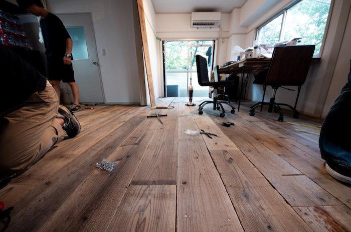 【賃貸DIY】マンションの床に傷を付けずに足場板を貼る