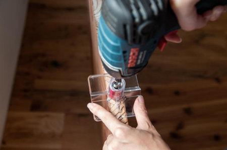 真っ直ぐ垂直に穴を開けられるドリルガイドの使い方。ダボ継ぎには必須の道具