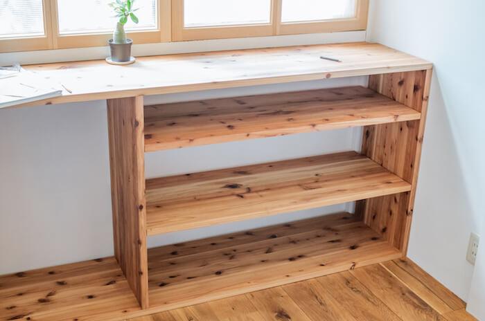 備え付けの収納に棚ダボによる可動式の棚板を作る方法