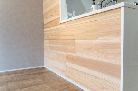 【賃貸DIY】壁に5mm厚の足場板を貼ったらカッコ良すぎた。難しい工具も必要なし