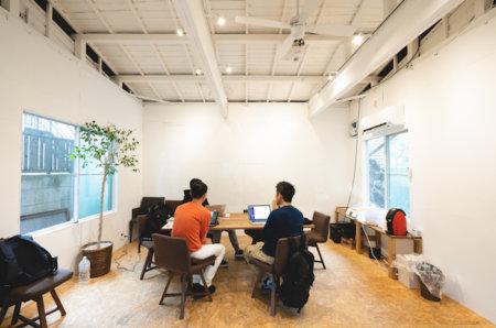 築50年の戸建てをDIYリノベーションしたオフィス・ラボの部屋