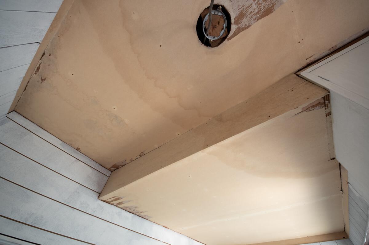 壁紙を剥がし残った裏紙を処理せずにそのまま塗装したらどう仕上がる