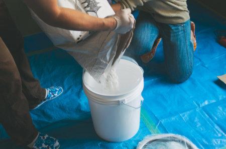 練り済み漆喰は高い!自分で練るより約7倍の値段。しかし手間と時間を考えると買う価値あるかも