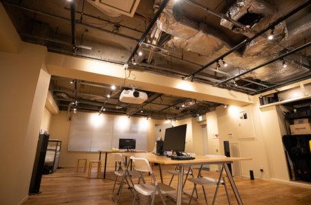 ビルのオフィスをDIYでリノベーション。動画制作サイト「Vook」のスタジオを作りました