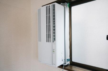 窓用エアコンが思ったより音がうるさい。敏感な人は寝室で使うと後悔するかも