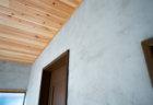 壁のモルタル仕上げ。DIYで塗ってモダンな内装にリノベーションする
